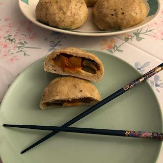 Banh bao végétariens à la ratatouille ouvert en deux (brioches vapeur vietnamiennes)