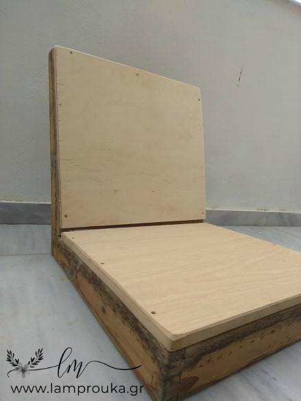 Ξύλο σε πλάτη και κάθησμα παλιάς πολυθρόνας.