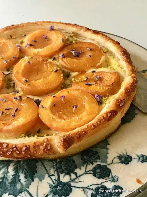 Aprikosenkuchen mit Lavendel