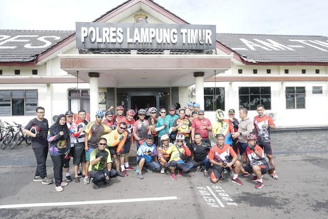 Viral Petang LAMPUNG TIMUR -  Wakapolda Lampung Brigjenpol. Drs. Sudarsono,S.H.,M.Hum bersama rombongan mengunjungi Polres Lampung Timur dengan mengendarai sepeda pada Sabtu (08/02).