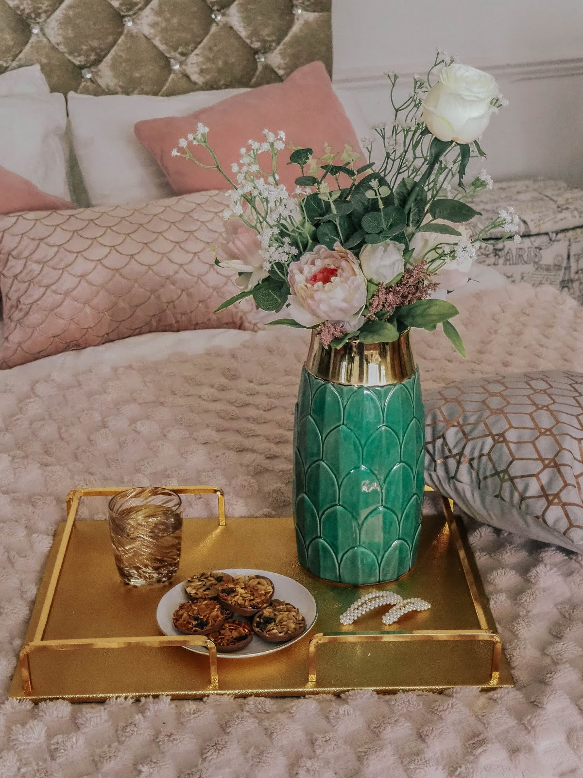 Gold Accents 5 Accessories To Glam Up