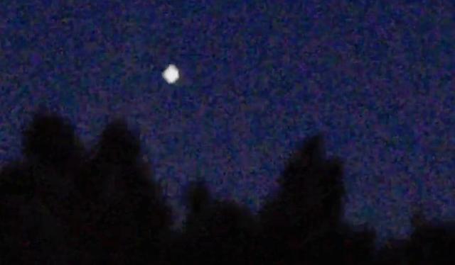 OVNI resplandeciente sobre el bosque en Suecia el 20 de febrero de 2021
