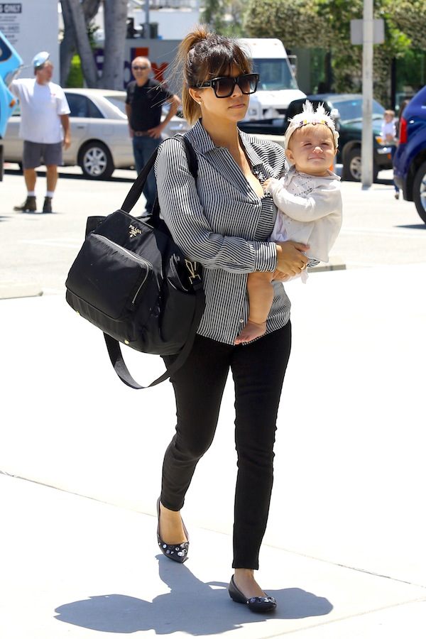 16b89f275651e6 Daily Celebrity Style: Kourtney Kardashian wearing Black and White ...