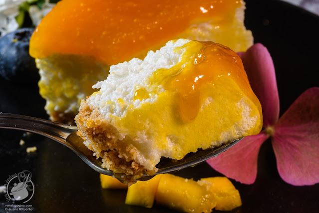 Tarta mousse de queso y mango