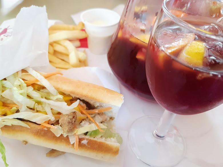 午餐特色三明治加上水果調酒