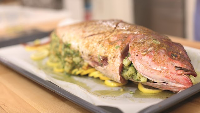سمكة محشوة بالروبيان والبطاطس