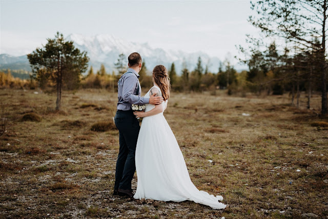 bride and groom, Mountain wedding, Berghochzeit, destination wedding Bavaria, Wallgau, photo credit Magnus Winterholler Gipfelliebe, wedding planner Uschi Glas 4 weddings & events