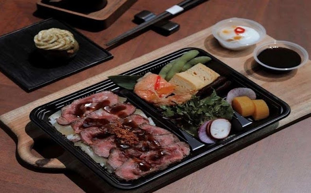 Makanan Khas Jepang di Restoran Oku