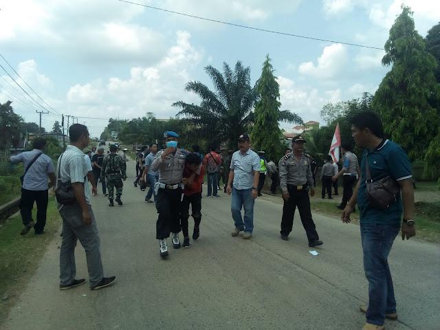 Unjuk Rasa Berakhir Ricuh, Anggota TNI Polri dan Massa Terluka