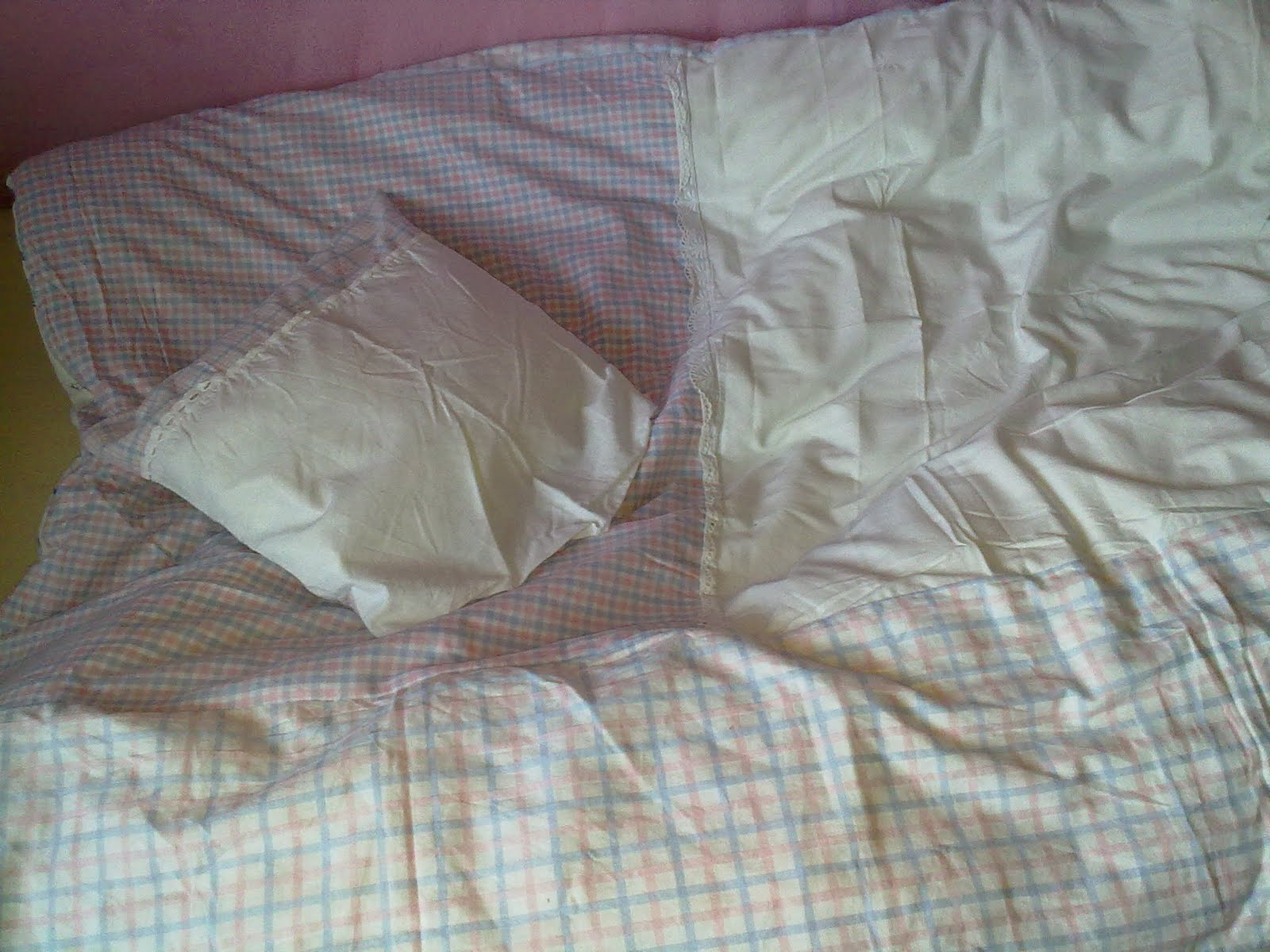 mien l ttje tohuus nochmal bettw sche und kleiner poncho. Black Bedroom Furniture Sets. Home Design Ideas