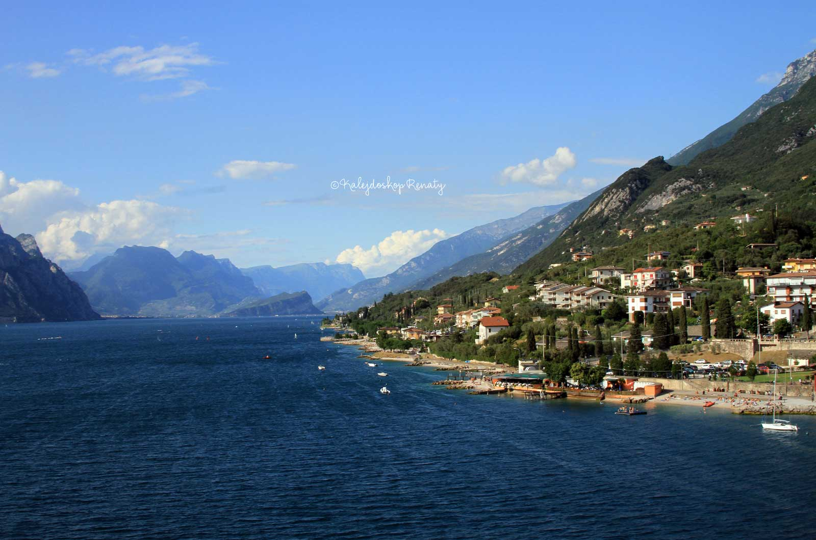Jak dojechać transportem publicznym nad jezioro Garda? Sprawdź jak najlepiej przemieszczać się pomiędzy miasteczkami. Poznaj dostępne środki transportu publicznego. Co trzeba wiedzieć ? Ile kosztują bilety ?
