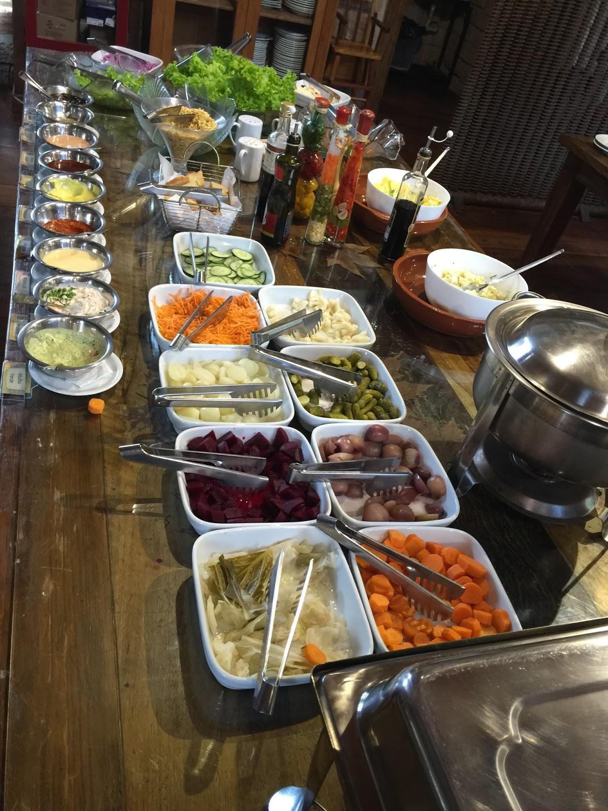 Mesa do buffet Restauarante Estação Canela