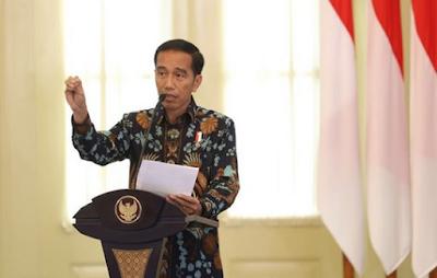 Ciri Kebahasaan Teks Pidato Persuasif : Bahasa Indonesia Kelas 9 (Revisi)