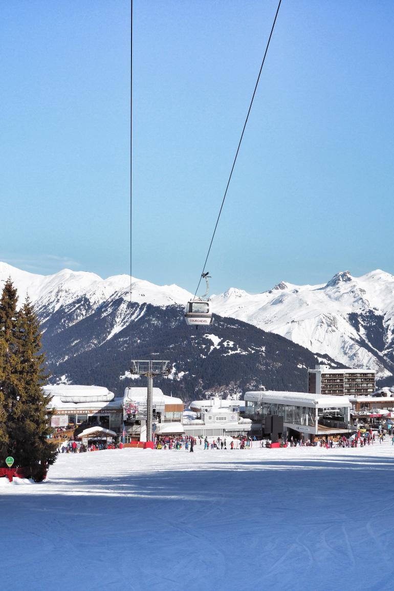 Télésiège sur les pistes de ski de Courchevel