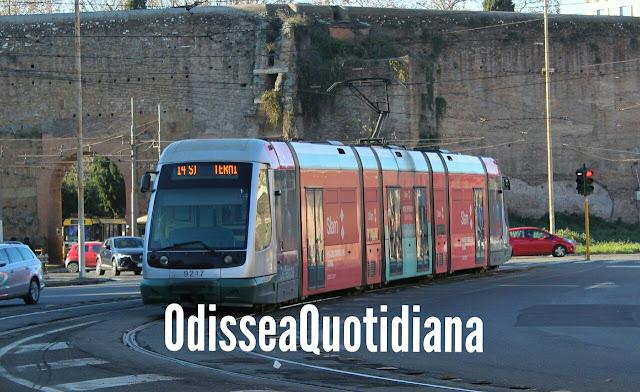 Binari vecchi e mezzi moderni, la difficile convivenza del tram di Roma