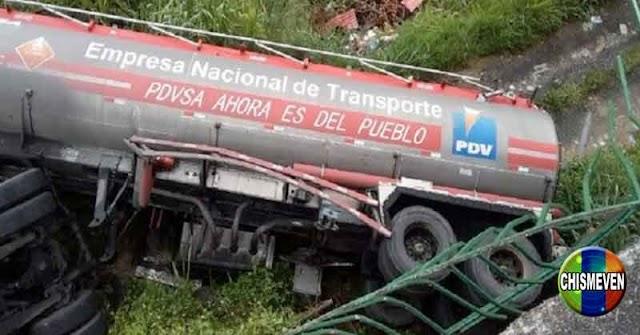 Camión Volador de PDVSA repleto de combustible cayó en un barranco de Aragua