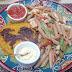 Um prato bonito e bem feito, com sabores que variaram muito, sendo uma parte muito boa e outra nem tanto... comendo Hambúrguer de Abóbora + Penne Integrali com Molho Thai em Quintal Da Chácara.