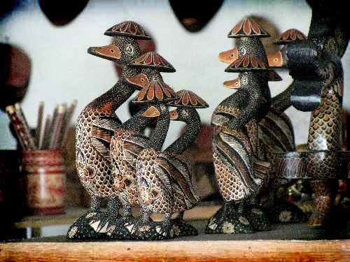 Berburu Souvenir Kerajinan Batik Kayu Di Desa Wisata Krebet