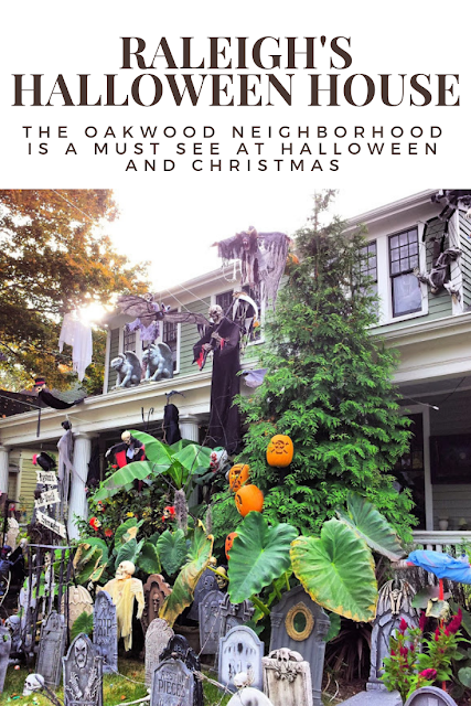 Raleigh's Oakwood Neighborhood near Downtown Raleigh is one of the city's oldest neighborhoods. It's a must-see at #Halloween and #Christmas. Gorgeous #HistoricHomes