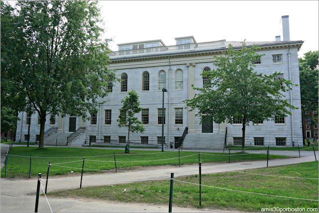 University Hall, Universidad de Harvard
