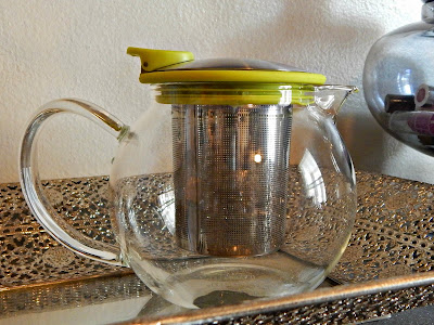 personal sized tea pot with infuser// thehollypaige.blogspot.com