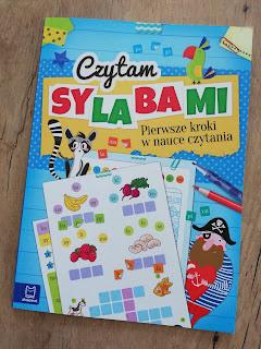 Recenzja książki czytam sylabami na blogu atrakcyjne wakacje z dzieckiem