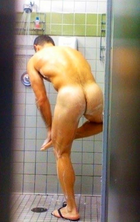 они мужчина моется в душе голый порно крупным планом