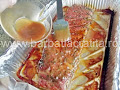 scoatem coastele de porc de la cuptor si le ungem cu miere, mustar si pasta de tomate - preparare reteta