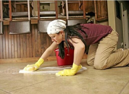 Những lưu ý khi vệ sinh sàn nhà