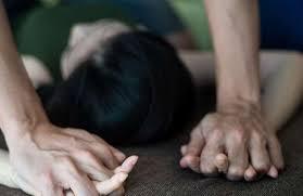 तोंडात कापड कोंबून सावत्र बापानं केला मुलीवर बलात्कार
