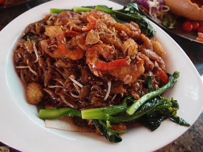 Fried Black Pepper Kway Teow with Seafood