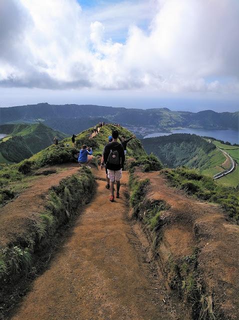 Camino al Mirador Gruta del Infierno en Sete Cidades (Azores)