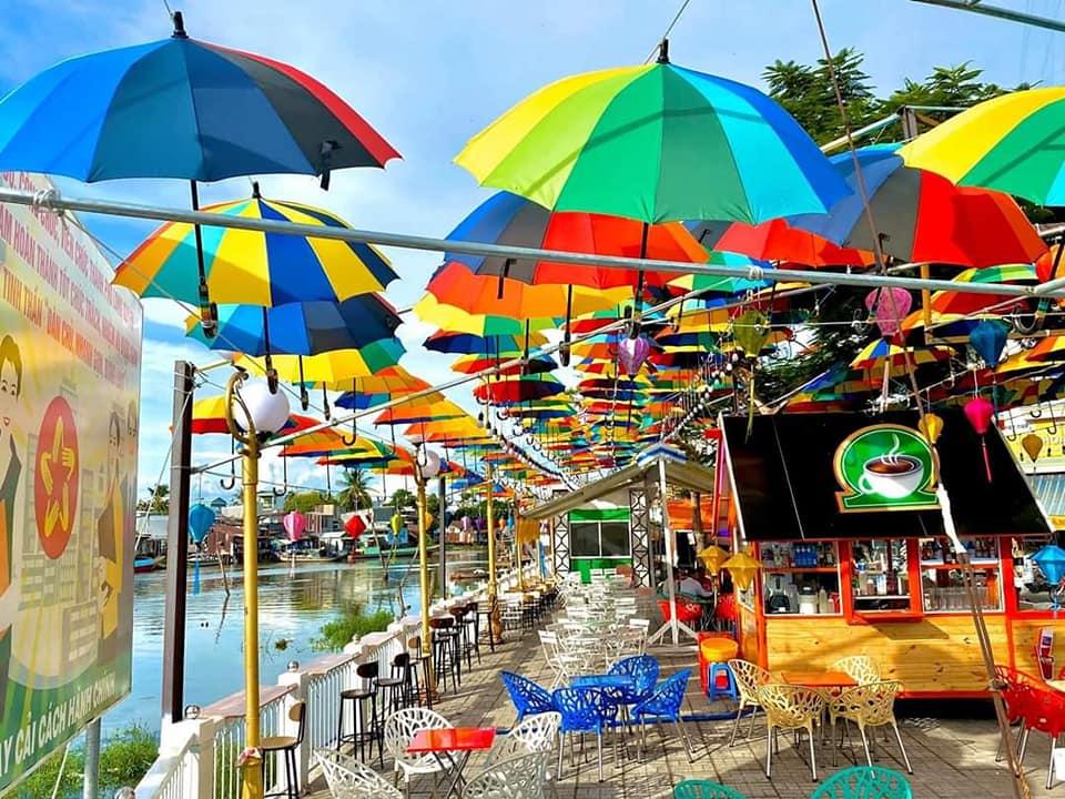 Mô hình kinh doanh phổ biến dọc các khu dân cư ven sông