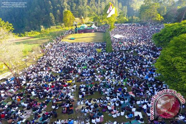 Merinding !! Puluhan Ribu Nahdliyin Gelar Apel Akbar Pancasila di Gunung Lawu