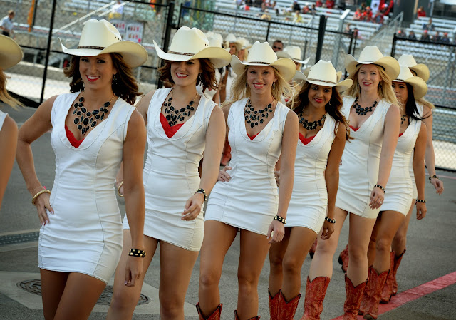 Grid Girls and Race Queen in Races in Pictures