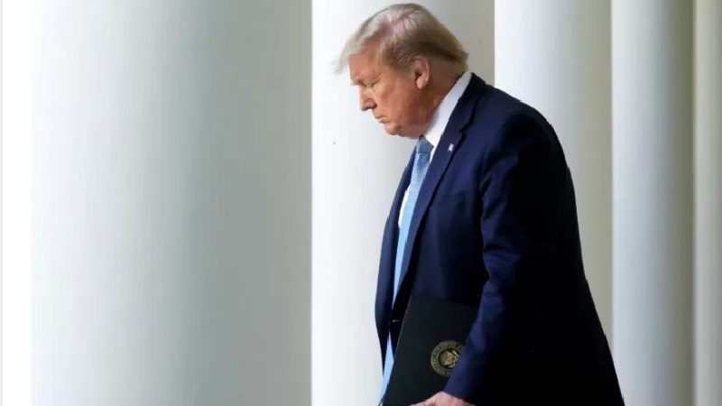 Trump Umumkan Tiga Tahap Akhiri Penguncian Virus Corona