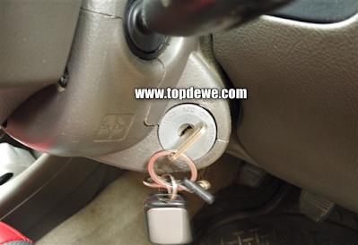 Cara mengambil Kunci mobil tertinggal didalam