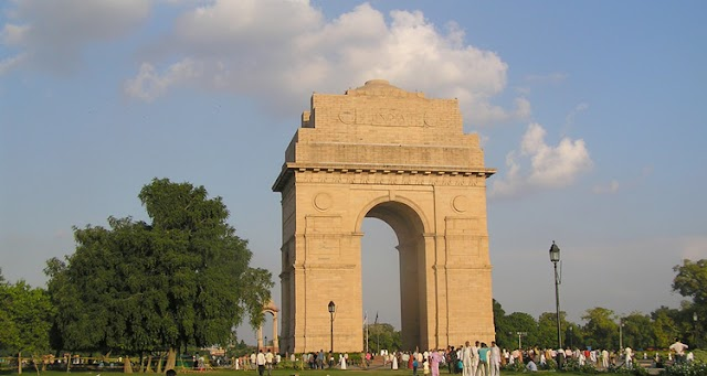 India Gate Delhi (Entry Fee, Timings, History, Built by, Images & Location)