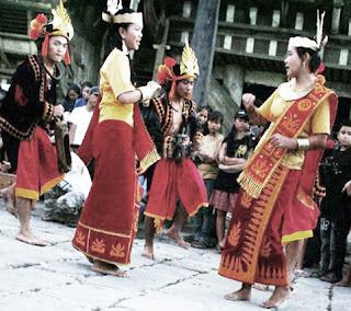 Keunikan Sejarah Gerakan Tari Maena Tarian kegembiraan Tradisional Berasal dari Daerah Nia Tempat Wisata Keunikan Sejarah Gerakan Tari Maena Tarian kegembiraan Tradisional Berasal dari Daerah Nias Sumatera Utara