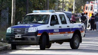 Un chico de 13 años mató a balazos a un ladrón que entró a robar junto a cinco cómplices que escaparon. La banda irrumpió alrededor de las 21:15, en una vivienda ubicada en la esquina de las calles Tirso de Molina y Diagonal Nápoles, a dos cuadras de la colectora de la Autopista del Oeste