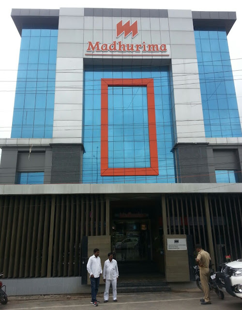 Madhuri Food Cout, Vibhuti Khand Gomti Nagar, Lucknow