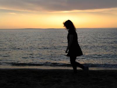 Caminhar solitário. #PraCegoVer