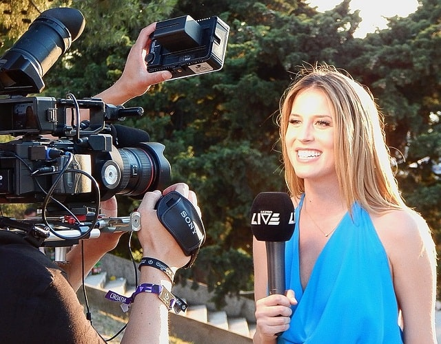 how to deal with the media reporters public relations pr crisis management