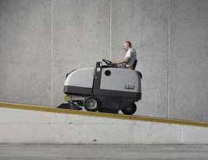 مكنسة الشوارع والطرق الكبيرة ROAD SWEEPER  nilfisk sr1450  الالمانية