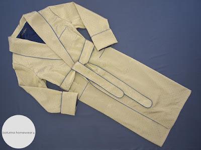 Englischer Luxus Morgenmantel für Herren, aus gepunkteter Seide, mit Innenfutter aus Baumwolle.