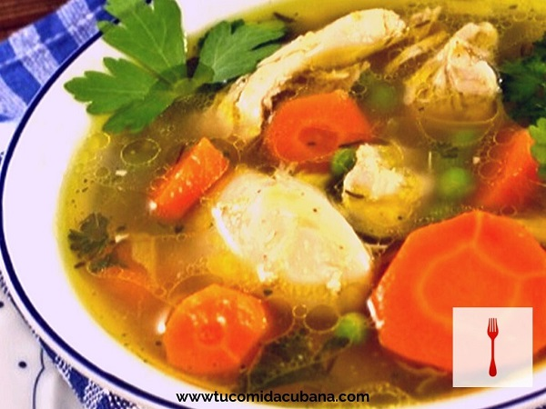 Sopa de pollo a la criolla - Comida cubana