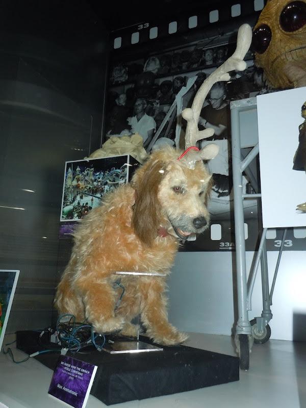 Grinch Max animatronic dog