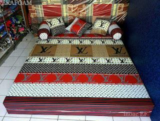 Sofa bed inoac motifLV merah putih