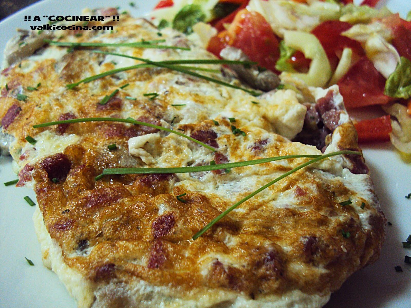Tortilla de claras de huevo con champiñones y jamón