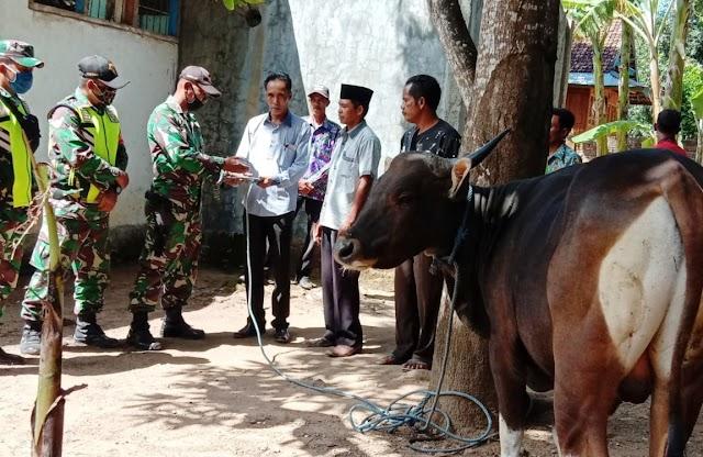 Dandim 1608/Bima Berbagi Hewan Qurban di Kecamatan Lambu